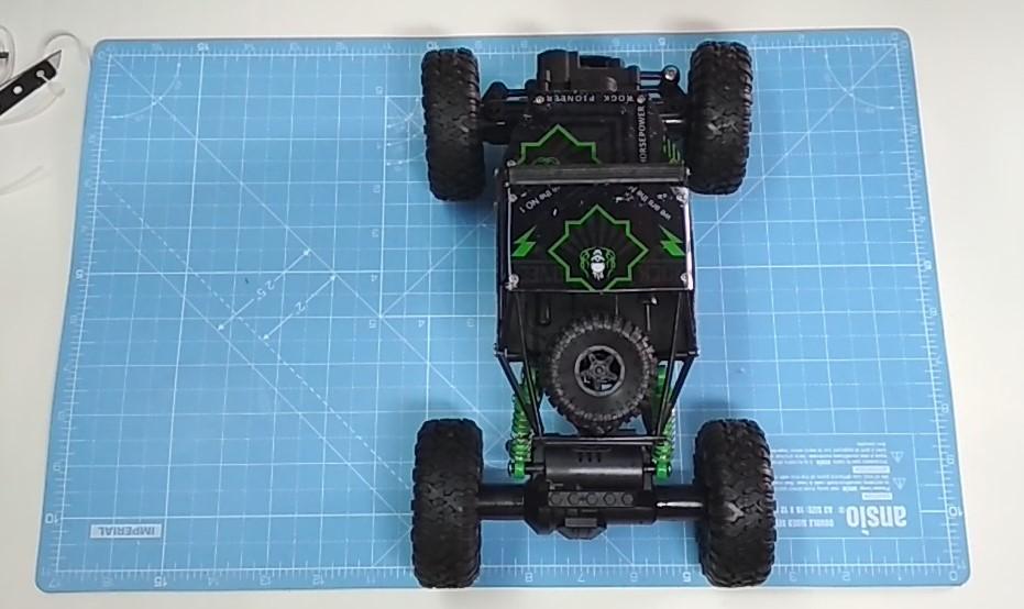 (2) RC CAR